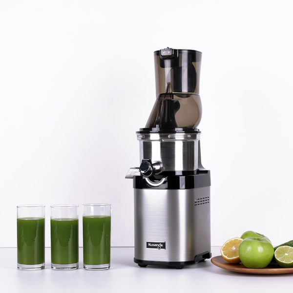 Kuvings CS700 with Glasses of Green Juice
